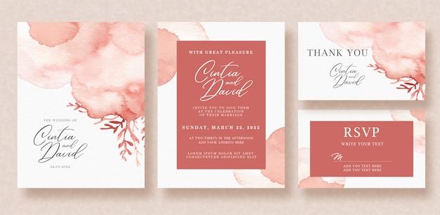 Bella partecipazione di nozze con spruzzata rossa e fondo floreale dell'acquerello