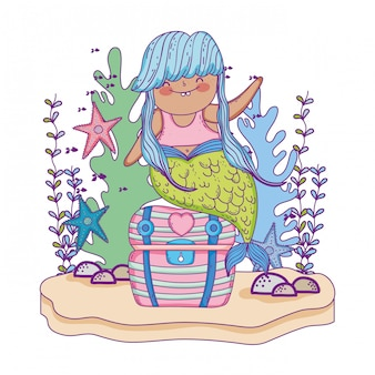 Bella sirena con scrigno e alghe