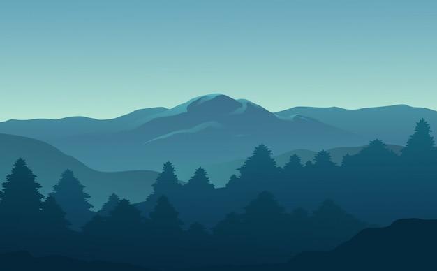 Bella vista sulla foresta e sulle montagne al mattino
