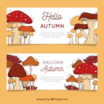 Belli striscioni autunnali con funghi disegnati a mano