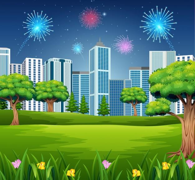 Bellissimo giardino con sfondo di costruzione e fuochi d'artificio di paesaggio urbano