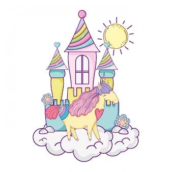 Bellissimo piccolo unicorno con castello tra le nuvole