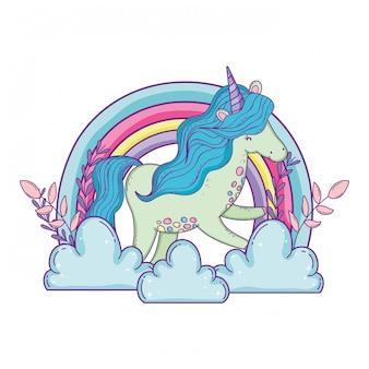 Bellissimo piccolo unicorno tra le nuvole e l'arcobaleno