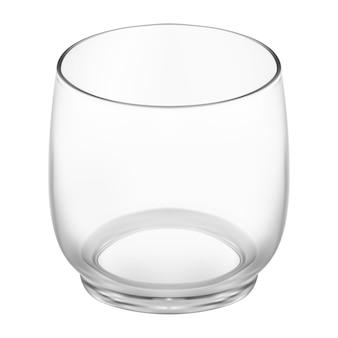 Bere il vettore realistico di vetro. cocktail bar, acqua, tazza di gin. illustrazione trasparente lucida della tazza della bevanda dell'alcool. calice di cristallo whisky, brandy o cognac. vetreria trasparente