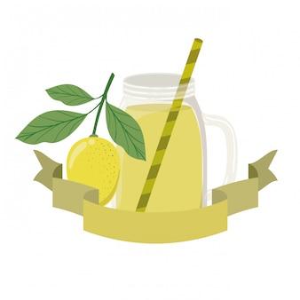 Bicchiere con bevanda al limone e paglia