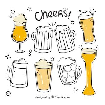 Bicchiere da birra e collezione di tazze disegnate a mano