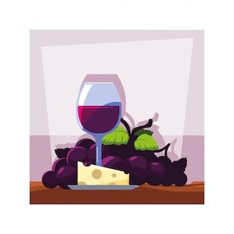 Bicchiere da vino con uva e porzione di formaggio