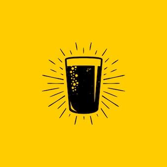 Bicchiere di birra fresca logo design