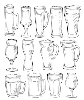 Bicchieri da birra e tazze. schizzo set di bicchieri di birra e tazze in stile disegnato a mano di inchiostro. insieme di oggetti di birra. disegno a mano