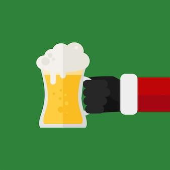 Bicchieri da birra tintinnanti di santa. festa di natale