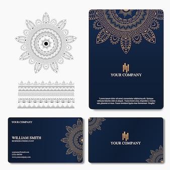 Biglietto da visita elegante e di lusso con ornamento mandala