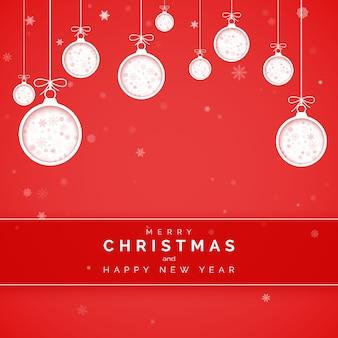 Biglietto di auguri di capodanno. tagliare le palle di natale di carta a sfondo rosso con fiocco di neve all'interno. elemento decorativo per le vacanze.