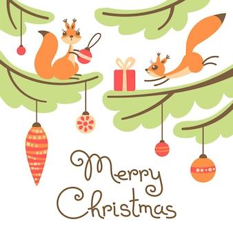 Biglietto di auguri di natale. simpatici scoiattoli con regalo sugli alberi.
