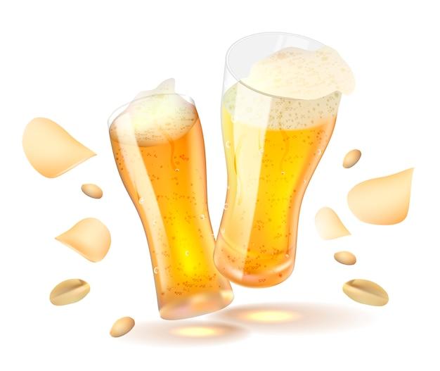 Birra con patatine fritte e arachidi isolato su sfondo bianco.