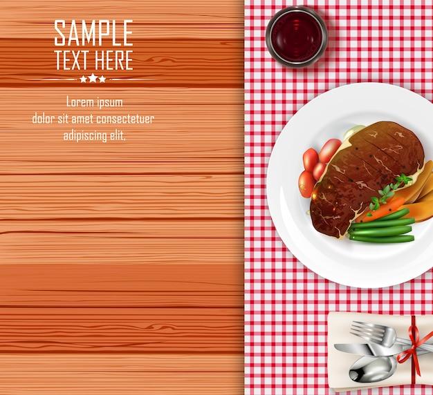 Bistecca di carne con verdure sul tavolo di legno