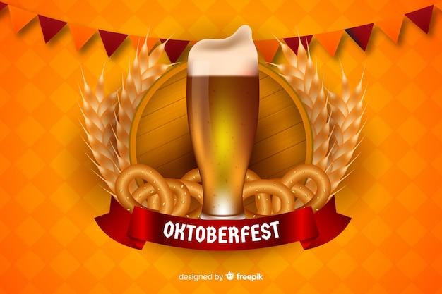 Boccale di birra e bagel realistici più oktoberfest
