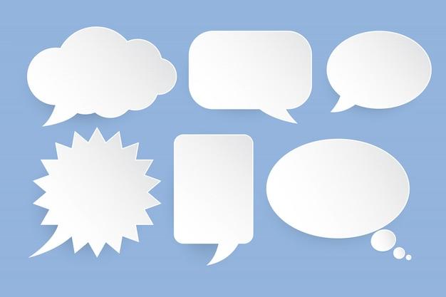 Bolle di discorso bianco impostato su sfondo blu