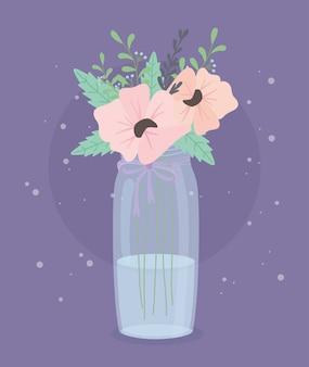 Bottiglia di cristallo con decoro di fiori e foglie