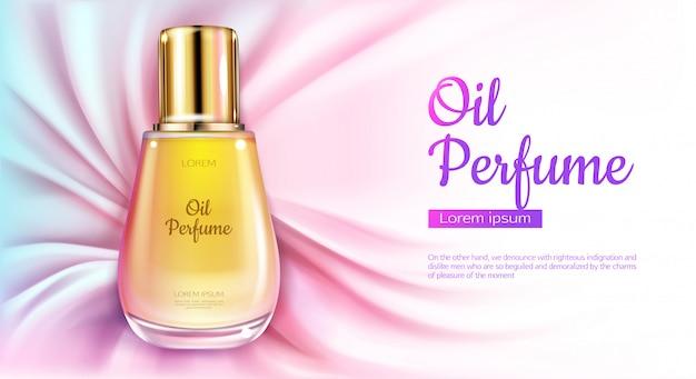 Bottiglia di olio di profumo di olio con liquido giallo su sfondo di tessuto drappeggiato seta rosa.