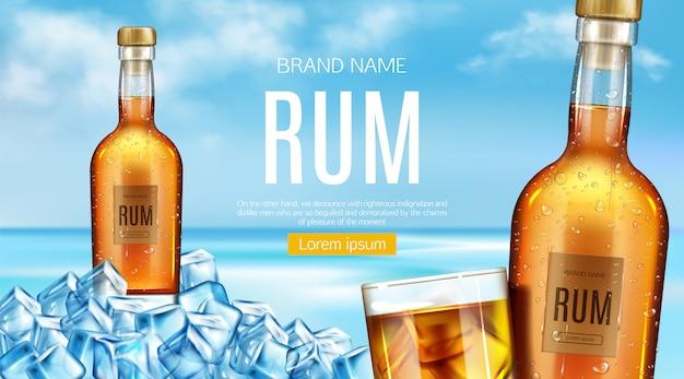 Bottiglia di rum e supporto di vetro del mucchio di cubetti di ghiaccio