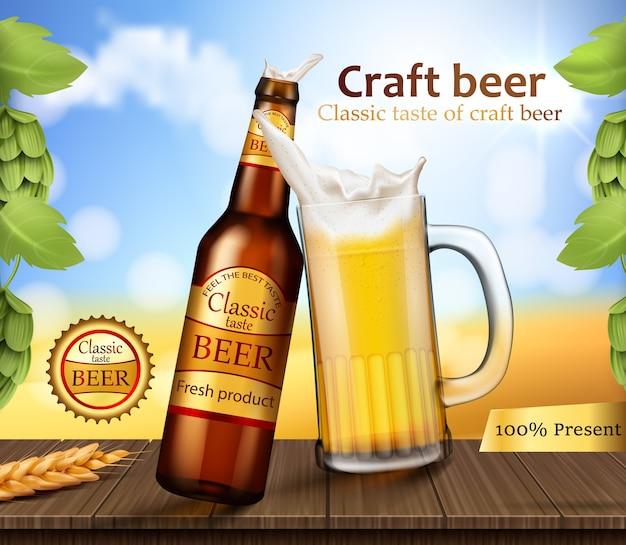 Bottiglia e tazza di vetro marrone con birra artigianale