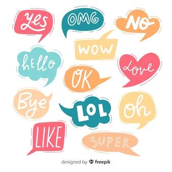 Brevi messaggi su bolle colorate di chat