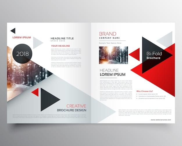 Brochure bifold aziendale o modello di progettazione copertina rivista con motivo geometrico triangolo