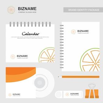 Brochure di design aziendale con articoli stazionari