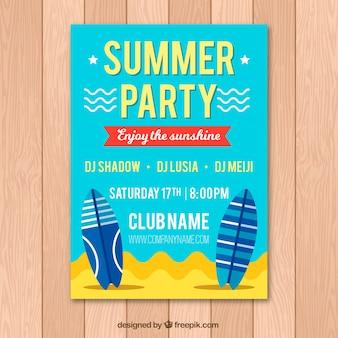 Brochure di partito estivo con tavole da surf