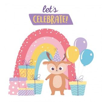 Buon compleanno, carino piccolo cervo con molti regali palloncini e arcobaleno celebrazione fumetto decorazione