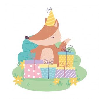 Buon compleanno, volpe carina con cappello da festa e scatole regalo, cartone animato decorazione celebrazione