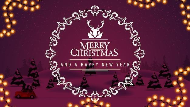 Buon natale e felice anno nuovo, cartolina con paesaggio invernale viola del fumetto e bellissimo logo di saluto con cervi nella cornice traforata del cerchio