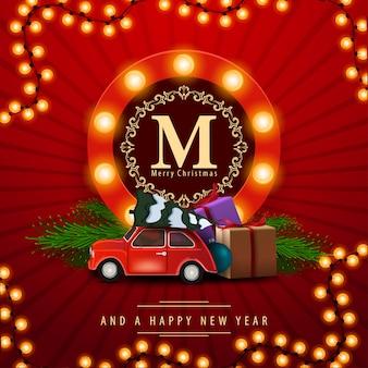 Buon natale e felice anno nuovo, quadrato rosso auguri con auto d'epoca che trasportano l'albero di natale.