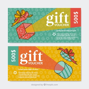 Buoni regalo colorate con i regali di design piatto