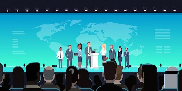 Business conference public debate interview concept incontro internazionale ufficiale davanti a big a