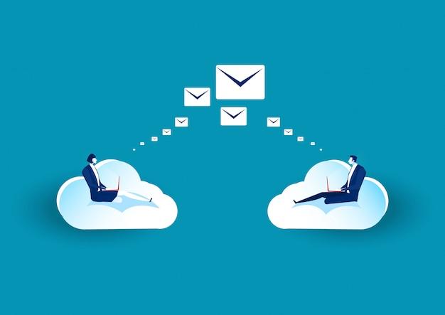 Business seduto su una nuvola per inviare e-mail