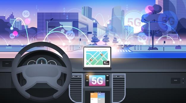 Cabina di guida con assistenza alla guida intelligente concetto di connessione di sistemi di rete wireless 5g comunicazione online