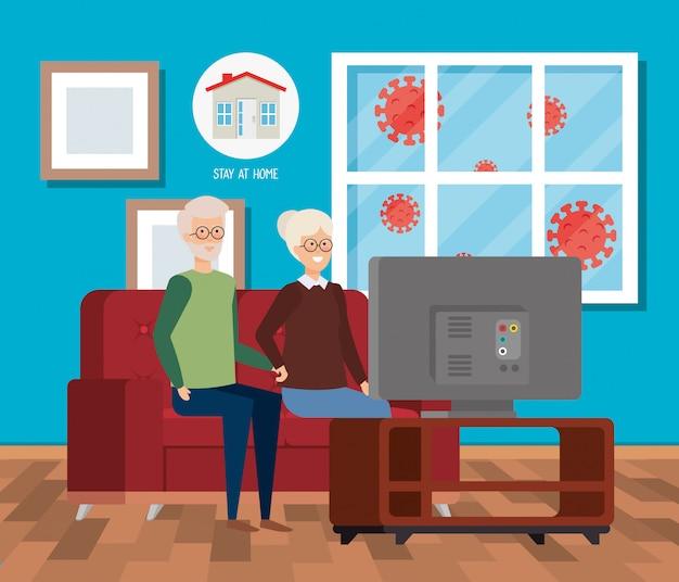 Campagna casalinga con coppia di anziani che guardano la tv