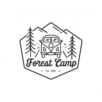 Campeggio all'aperto e avventura logo, badge ed emblema illustrazione vettoriale