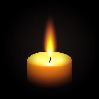 Candela bruciante della paraffina realistica isolata sul nero