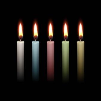 Candela fiamma fuoco luce isolata sul nero.