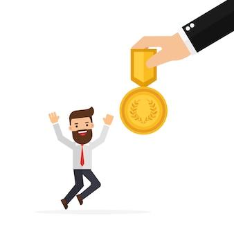 Capo della mano che dà una ricompensa per i dipendenti