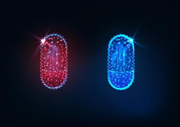 Capsule rosse e blu poligonali basse incandescenti futuristiche delle medicine isolate su fondo blu scuro.