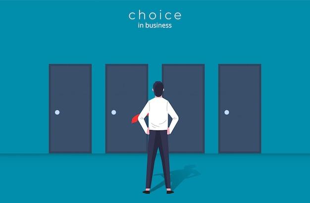 Carattere dell'uomo d'affari in piedi davanti alle porte della scelta, del percorso e dell'opportunità per avere successo.
