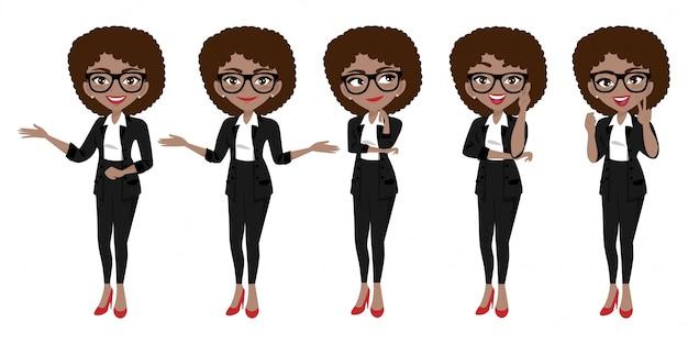 Carattere della donna di affari o fumetto della donna di affari nelle pose differenti messe