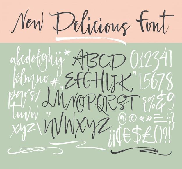 Carattere dello script scritto a mano. font pennello. maiuscolo, numeri, punteggiatura