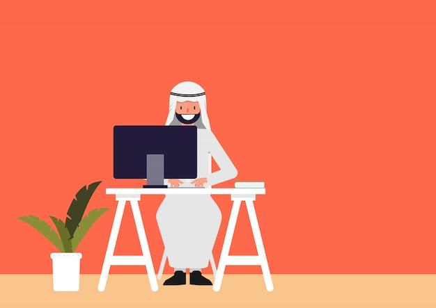Carattere di gente araba che lavora lavoro freelance.