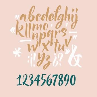 Carattere script scritto a mano. carattere pennello. minuscoli, numeri, punteggiatura