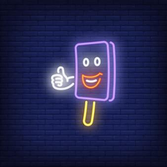 Carattere sorridente della barra di gelato che mostra pollice sull'insegna al neon