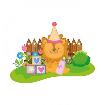 Carino e piccolo leone con cappello di partito